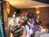 Convidados  mascarados com os adereços - Wonder Moments