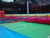 Insuflável campo de futebol no jardim interior - Encantos de Coimbra