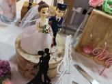 O topo em biscuit em bolo de noiva - Maxidream Eventos