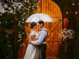 Casamento com Chuva, fotos criativas na chuva, fotos com guarda chuva - The Foreigners Studio