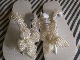 Chinelos personalizados com flor de pérolas - Vânia Pascoal