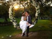 Noivos no jardim, num baloiço amoroso - Isilda Murteira Fotografia