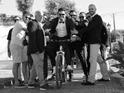 Noivo sorridente em bicicleta - Isilda Murteira Fotografia