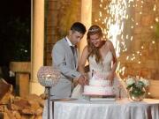 Noivos a cortar o bolo, com fogo de artifício - Isilda Murteira Fotografia
