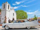 Carro antigo de Filipe Alves junto a igreja - Filipe Alves Classics