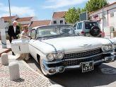 Casal a entrar para um dos carros antigos de Filipe Alves - Filipe Alves Classics