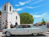 Carro antigo de Filipe Alves junto a uma igreja - Filipe Alves Classics