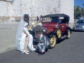 Foto de pose de noivos na frente de um clássico de Filipe Alves - Filipe Alves Classics