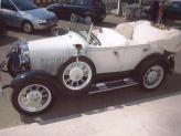 Ford A Phaeton de 1928 (branco e preto, descapotável) - Genésio Domingos Laranjo