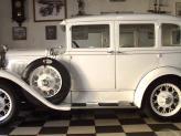 Ford A Deluxe de 1930 (branco, fechado) - Genésio Domingos Laranjo